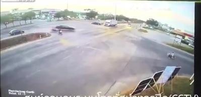 Dehşete düşüren kaza! 18 yolcu böyle savruldu