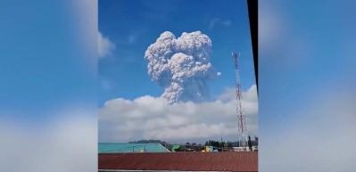 Dev yanardağın korkunç patlama anı böyle kaydedildi