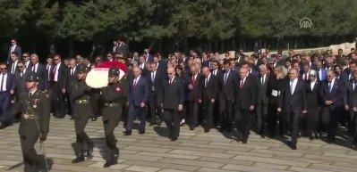 Devlet erkanı Anıtkabir'i ziyaret etti