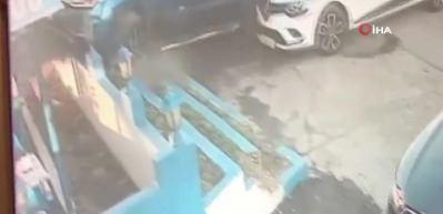 Direksiyon hakimiyetini kaybeden araç restorana böyle daldı