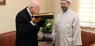Diyanet İşleri Başkanı Erbaş'tan Cem Vakfı Genel Başkanı Doğan'a taziye ziyareti