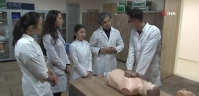 Doktor adayı Kazak öğrenciler stajını Erzincan'da yapıyor