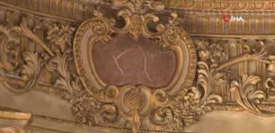 Dolmabahçe'de duvar sıvasının altından gazete parçaları çıktı