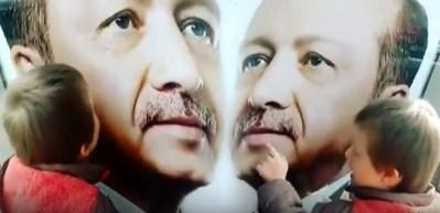 Down sendromlu küçük çocuğun Erdoğan sevgisi