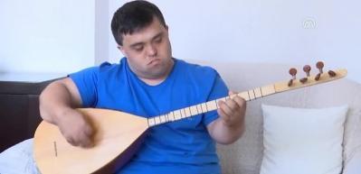 Down sendromlu 'saz üstadı'nın müzik serüveni