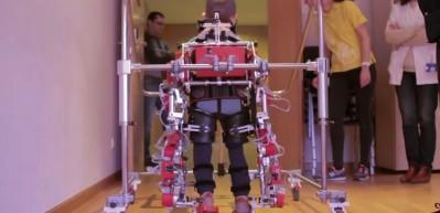 Dünyada bir ilk! mekanik dış iskeleti