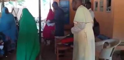 Müslümanlara para dağıtan misyonerler din değiştirtmeye çalışıyor