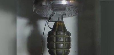 El bombasını preslersen ne olur?