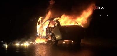 Emanet aldığı otomobil alev alev yandı...O anlar kamerada