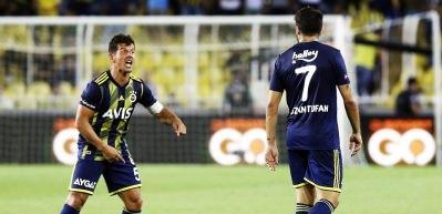Emre Belözoğlu'ndan maça damga vuran hareket