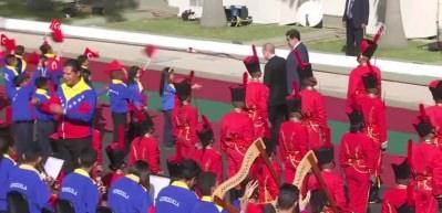 Erdoğan'a Venezuela'da Türkçe şarkı sürprizi