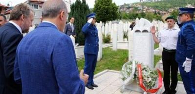 Erdoğan'dan İzzetbegoviç'in kabrine ziyaret