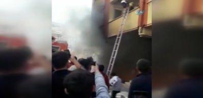 Esenyurt'ta korkutan yangın: 11 kişi mahsur kaldı