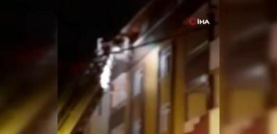 Esenyurt'ta yangın: 5'i çocuk 10 kişi mahsur kaldı