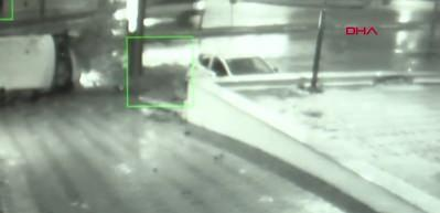 Esenyurt'taki servis minibüsü kazası kamerada