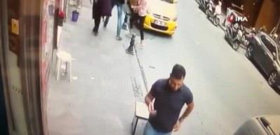 Eşiyle kavga etti, kendisini uyaranlara ekmek bıçağıyla saldırdı!