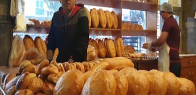Evden çıkamayanlara ve ihtiyaç sahiplerine ücretsiz ekmek