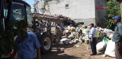 Evin bahçesinden 5 kamyon çöp çıktı