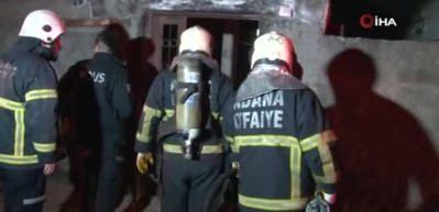 Evini yaktı, elindeki bıçakla itfaiyenin girmesine engel oldu