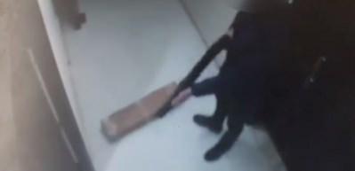 Fatih'te bir iş yerinde yaşanan pompalı tüfek dehşeti kamerada