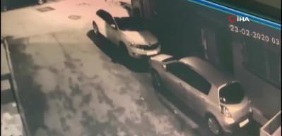 Fatih'te otomobilleri kundaklayan şüpheliler kamerada