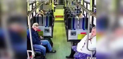 Feci kaza anı otobüs kamerasında!