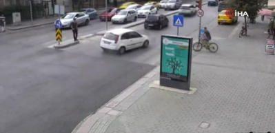 Feci kaza kamerada! Önündeki araç bir anda durunca...