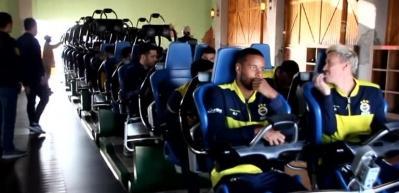 Fenerbahçeli futbolcular, eğlence merkezinde hızlı trene bindi