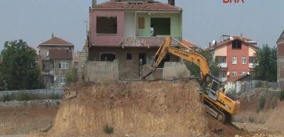 Fikirtepe'deki sembol binayı sonunda yıktılar