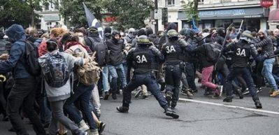 Fransa karıştı! 250 bin kişi sokağa indi
