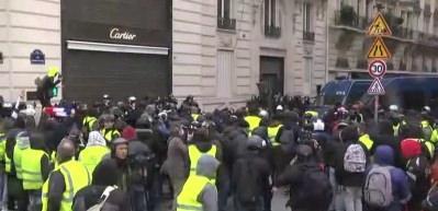 Fransa'da büyük gösteri başladı!