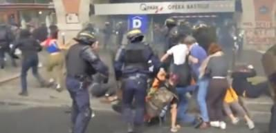 Fransa'da polis, protestoculara böyle müdahale etti