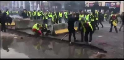 Fransa'da 'Sarı Yelekliler'in 'şiddetli' eylemleri devam ediyor