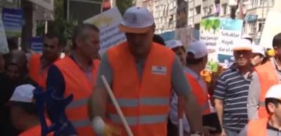 Galatasaray 2. Başkanı Albayrak çöp topladı
