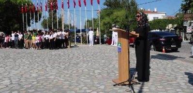 Gaziler Günü töreninde başörtülü sunucuya skandal tepki!