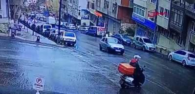 Gaziosmanpaşa'da asfalt yüklü kamyon otomobilin üzerine böyle devrildi