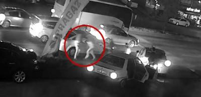 Gaziosmanpaşa'da taksiciye tekme-tokat saldırı kamerada
