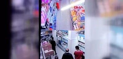 Genç kıza markette yumruklu saldırı kamerada!