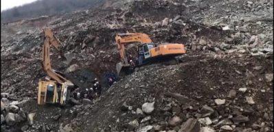 Göçük altında kalan kamyon şoförü öldü