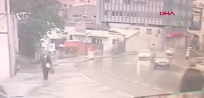 Pendik'te İett Otobüsü Kazası Kamerada : 3 Yaralı
