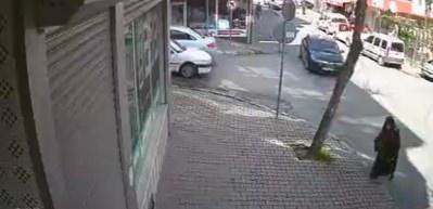 Gözüne kestirdiği otomobili 1 dakikada çaldı