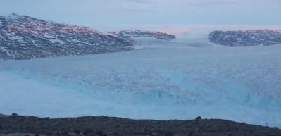 Grönland'dan devasa buz dağının kopuşu görüntülendi