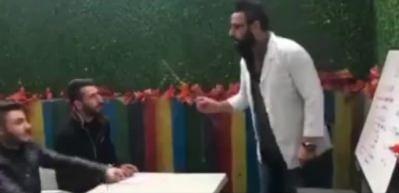 Gülme krizine sokan İngilizce-Erzurumca dersi