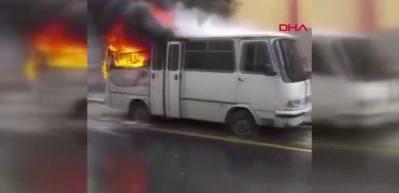 Güngören'de servis aracı alev alev yandı