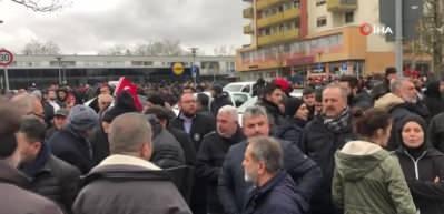 Hanau'da binlerce kişi ırkçı terör saldırısına karşı bir araya geldi