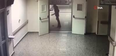 Hasta yakınları güvenlik görevlilerine saldırdı, o anlar kameralara yansıdı