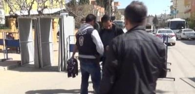 HDP'nin Nevruz kutlama alanlarında evlere Türk bayrakları asıldı
