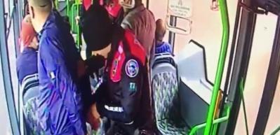 Her yerde aranıyordu! Polis halk otobüsünde bastı