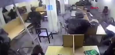 Hint polisi, Müslüman öğrencilere kütüphanede copla saldırdı!