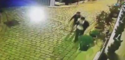 Hırsızı silah çekip suçüstü yakaladı, polise teslim etti